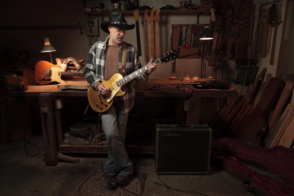 Rafael Bazaga, luthier de guitarras y bajos, músico