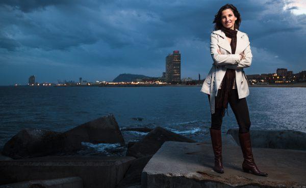 Retrato junto al mar para la consultora Elena Benito, por Javi Aguilar