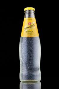 Botella de Schweppes. Fotografía publicitaria