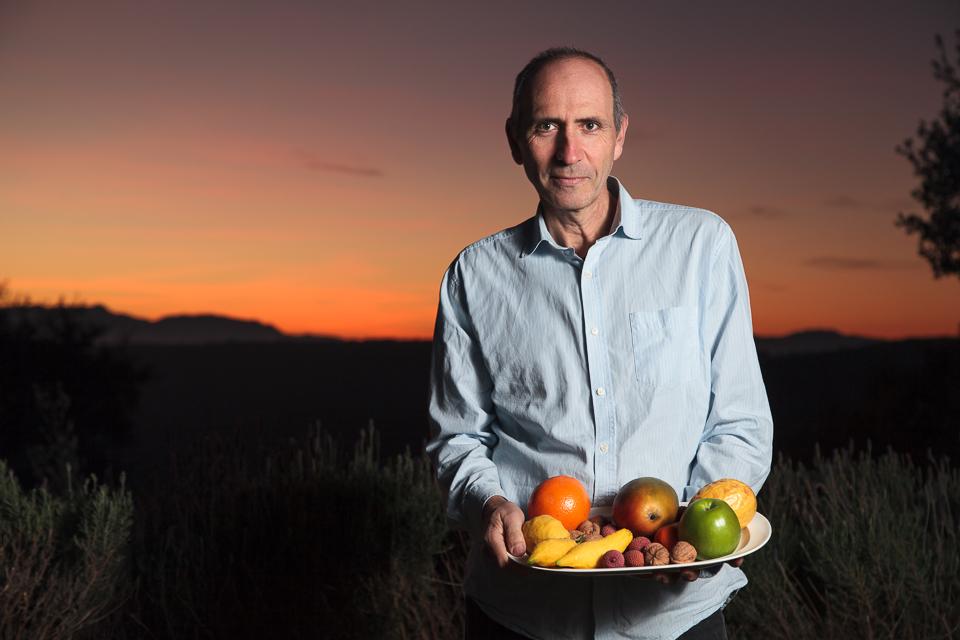 Retrato del Dr.Carlos Casabona, pediatra y experto en nutrición